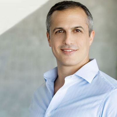 Photo of Yaniv Stern, Managing Partner at Red Dot Capital Partners